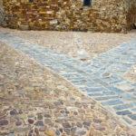 Suelo de piedra de una calle en Castrillo de los Polvazares.