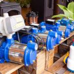 Varios motores de riego de jardín.
